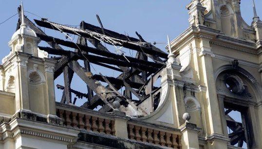FOTOS: Incêndio no Museu da Língua Portuguesa deixa rastro de destruição e