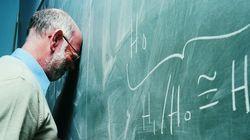 Professores no Brasil ganham METADE do que outros profissionais com