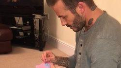Pai para toda obra: David Beckham costura vestido para boneca da