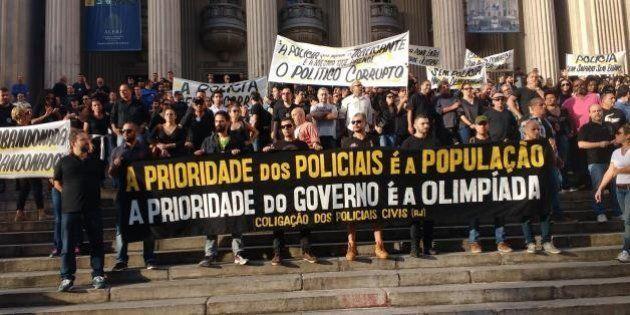 Sem papel, água e gasolina: Policiais do Rio cruzam os braços em protestos às condições precárias e ameaçam...