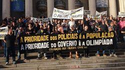 Imagina na Olimpíada! Sem papel, água e salário, policiais do Rio ameaçam greve no