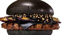 Sucesso no Japão, hambúrguer preto do Burger King chega ao