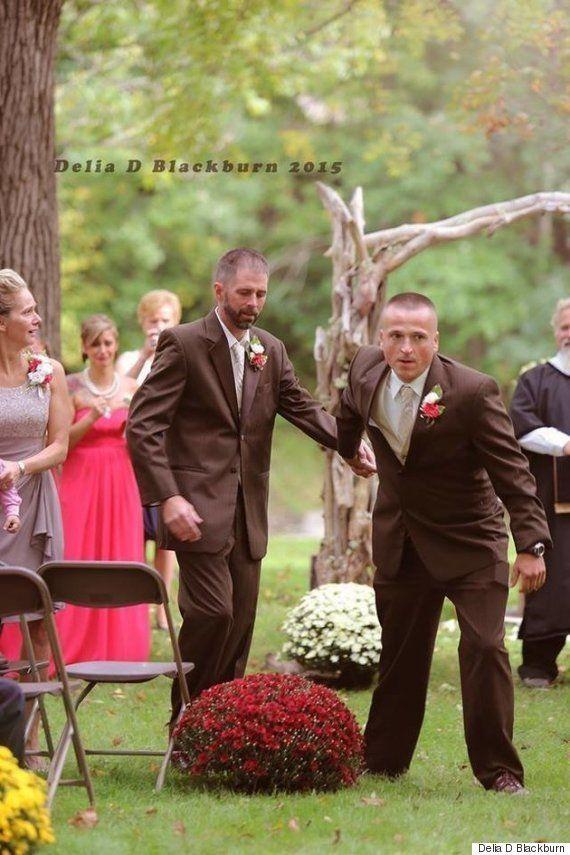Pai interrompe cerimônia e busca padrasto em casamento da filha