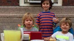 Estes 3 garotos venderam limonada em Parada LGBT para ajudar as vítimas de
