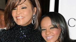 Bobbi Brown, filha de Whitney Houston, morre aos 22