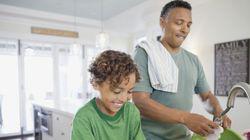 Lavar louça ajuda a aliviar o estresse, aponta