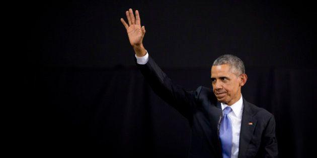 VÍDEO: Obama quebra protocolo e faz dança típica durante jantar no