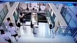 Chinesa morre em escada rolante, mas salva filho na última