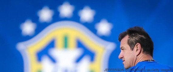Após novo fiasco da Seleção, a internet quer saber: quem cai primeiro Dilma ou