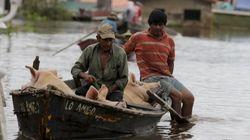 Enchente deixa 100 mil desabrigados no Paraguai durante a véspera de