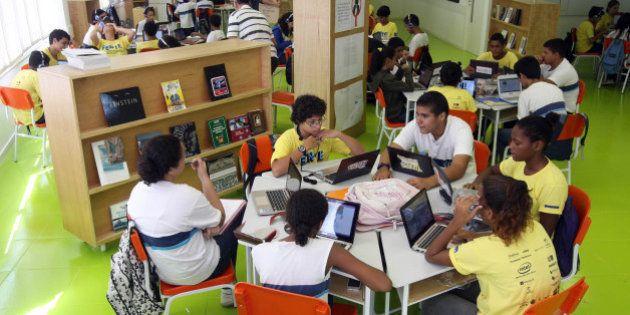 Escola sem partido: Deputado quer impedir professores de falar sobre política em sala de