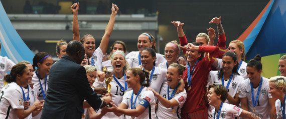 Jogadoras dos EUA processam federação de futebol por salários quatro vezes menores que dos