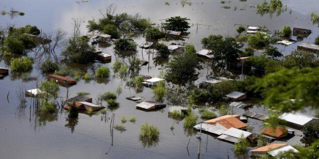 Mais de 100 mil pessoas fogem de enchentes no Brasil, Paraguai, Argentina e