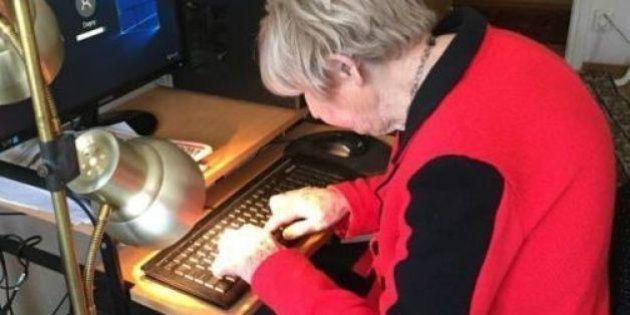 Encante-se com o carisma da blogueira mais velha do mundo, com 103