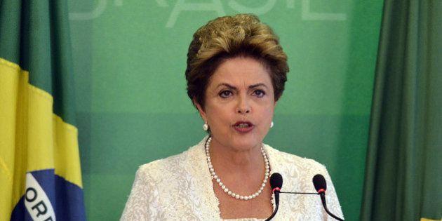 'Dilma não perdeu o cargo, mas perdeu a dignidade' ao ceder para PMDB e Lula, diz senador Cristovam