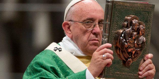Papa abre Sínodo pedindo por Igreja acolhedora, mas nega casamento