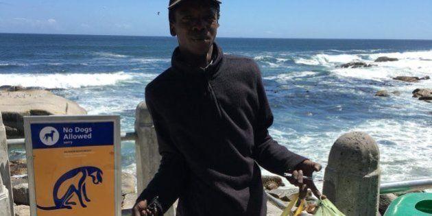 Morador de rua que limpa a praia para 'deixá-la mais bonita' consegue um