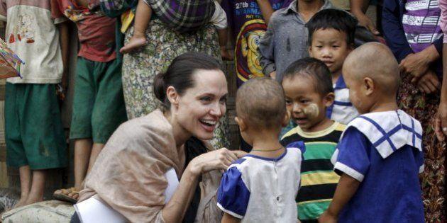 FOTOS: Angelina Jolie faz visita emocionante a refugiados em