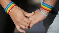 Polícia evita linchamento de participantes de casamento gay no