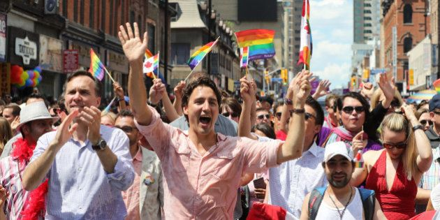 Parada Gay canadense tem pela 1ª vez um primeiro-ministro em