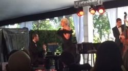 ASSISTA: Lady Gaga canta 'La Vie en rose' e faz discurso emocionado em