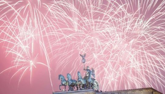 Feliz 2016! As imagens de celebrações do Ano Novo pelo