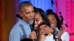 FOFO! Obama canta 'Parabéns' para a filha