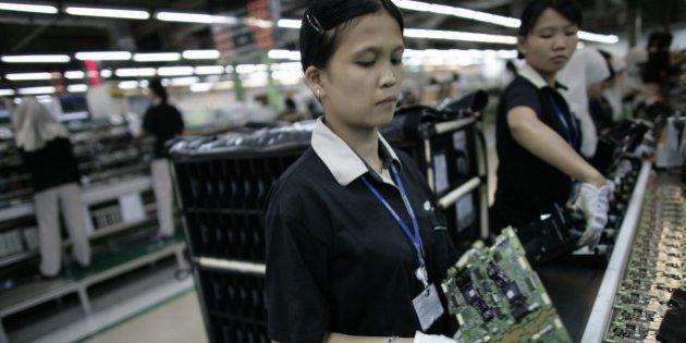 CIKARANG, INDONESIA - AUGUST 15: Indonesian labourers work in a Samsung factory August 15, 2006 in Cikarang,...