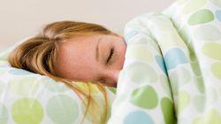 8 momentos em que você sabota seu sono sem