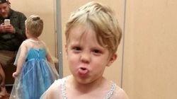 Este menino escolheu usar a fantasia da princesa Elsa, de 'Frozen', no