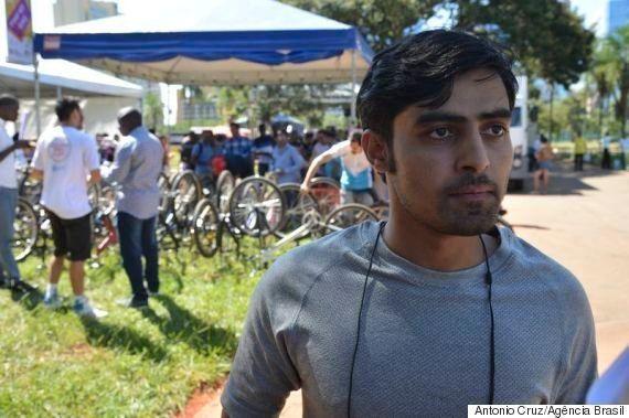Refugiados no Brasil ganham bicicletas para facilitar