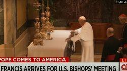 A verdade sobre o truque do papa Francisco com toalha da