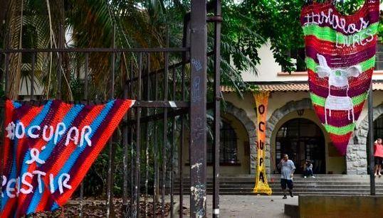 Vitoriosos, alunos da Fernão Dias Paes desocupam escola após 55 dias; Veja