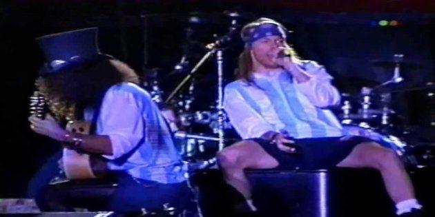 Como era o mundo quando Axl Rose e Slash subiram juntos em um palco com o Guns N' Roses pela última