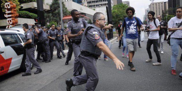 Protesto contra fechamento de escolas em SP tem prisões arbitrárias e violência