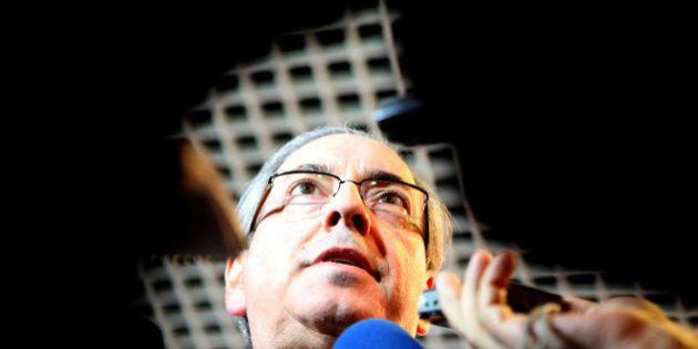 Aceitar, arquivar, adiar: Mesmo em queda livre, Eduardo Cunha segue dando as cartas para governo e oposição...