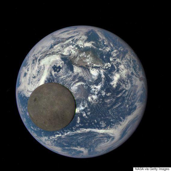 Esta imagem mostra como é 'lado escuro da Lua'