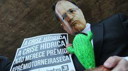 Troféu 'Torneira Seca': Alckmin é alvo de ato bem-humorado em