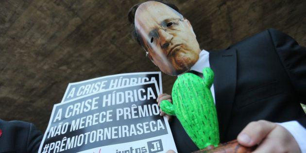 Em dia de relatório atestar violações dos direitos humanos, Alckmin ganha o 'Prêmio Torneira Seca' por...