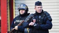 Polícia mata homem armado com faca que tentou invadir delegacia de