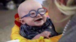 A reação deste bebê ao enxergar pela 1ª vez é a coisa mais fofa que você vai ver