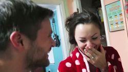 ASSISTA: Ela está grávida, mas quem fez a surpresa com a notícia foi o marido