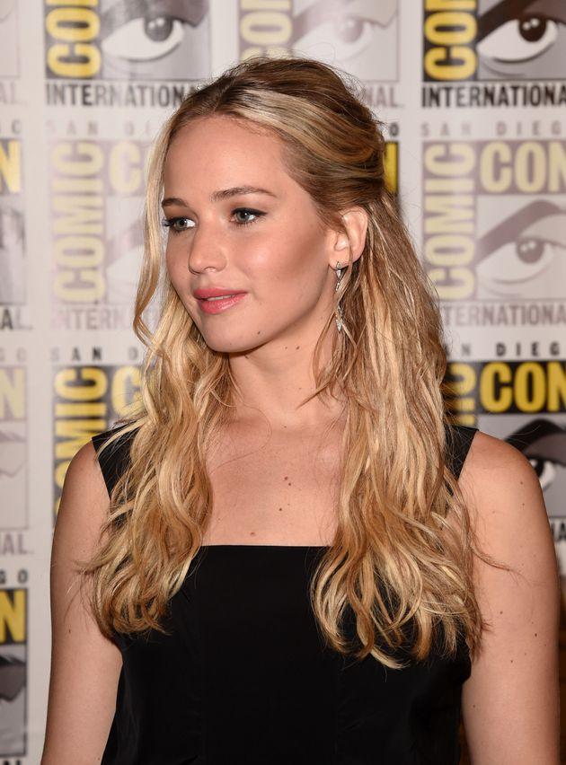 Jennifer Lawrence diz estar farta de ser 'adorável' em