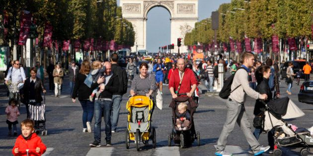 Paris vai fechar Champs Élysées para carros um domingo ao