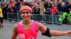 Ela correu uma maratona menstruada e sem absorvente como forma de