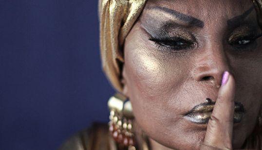 Elza Soares: 'Mulher sofre muito escondidinho. Tem que botar pra foder,