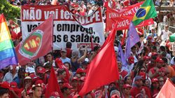 'Não vai ter golpe': Manifestantes acompanham impeachment em clima
