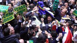 ASSISTA: O momento em que os deputados comemoram o 342º voto em favor do