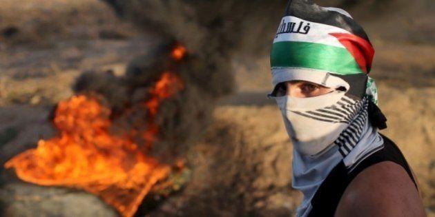 Palestinos ateiam fogo a templo judaico na