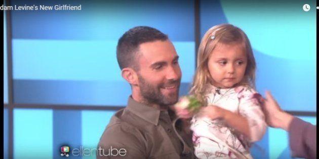 Adam Levine conhece garotinha que caiu no choro ao saber que ele era casado